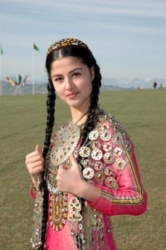 One of the Iranian traditional clothes,Iranian folk costumes are varied.This difference is due to ethnic and cultural differences as well as differences in climate.