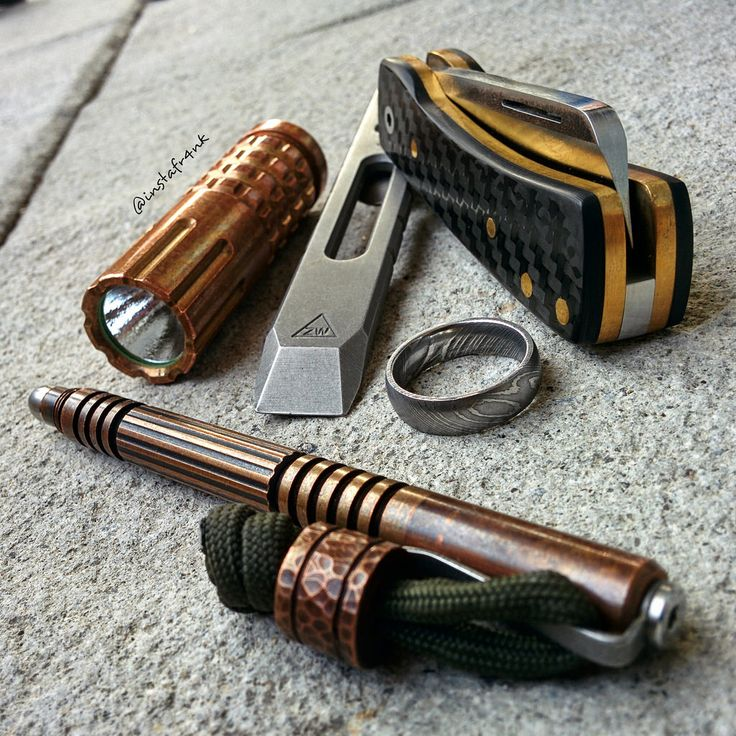 Pocket dump picture with K'roo Knives Chunky Frank custom slipjoint knife, Zach Wood 3V prybar, Hinderer Investigator copper pen, Maratac CR123 copper flashlight