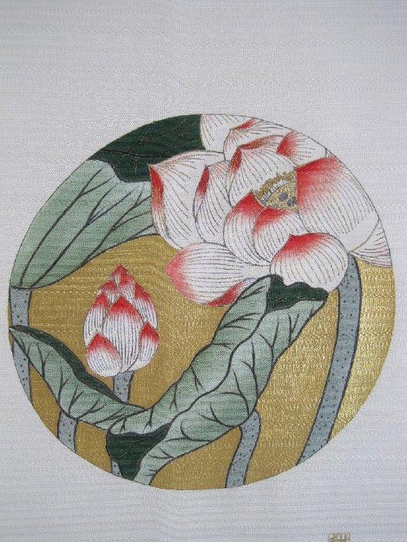 夏の花 蓮 大きくて綺麗な花を咲かせますね。見るには 早朝に行くのが一番です。蓮のタペストリーを作りました。 バックの金は 純金ではなく 純銀の上に純金を付け...|ハンドメイド、手作り、手仕事品の通販・販売・購入ならCreema。