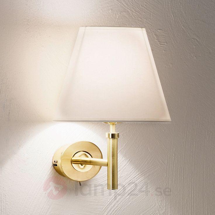 Tyg-vägglampa Lilly med skärm, mässing beställ säkert & bekvämt på Lamp24.se.