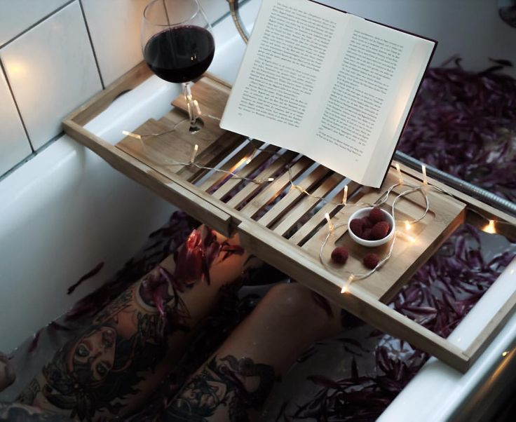 """1,139 Beğenme, 29 Yorum - Instagram'da Nena Von Flow 📍Braunschweig (@nenavonflow_): """"My Life, My Rules, My Time...🌙🛁✨ www.nenavonflow.com #nenavonflow #vonflow #lifestyle #tattoo #ink…"""""""