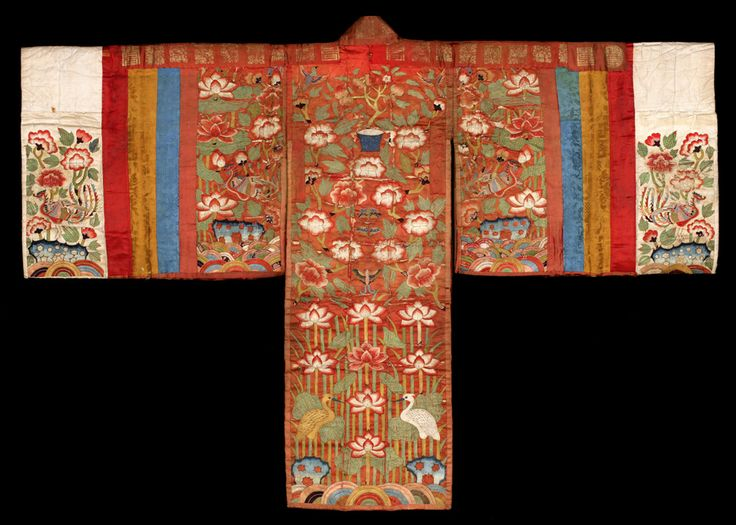 Hwarot is a type of Korean traditional clothing worn by royal women for ceremonial occasions during the Joseon period. Later it was worn by commoners as a wedding gown. Today, it is still worn by brides during the wedding ceremony. Hwarot. Late Joseon Dynasty, Korea. Hwarot is colorful and lavishly decorated. The cloth is woven with colorful embroidered designs and symbols for longevity, great fortune, and a happy marriage.