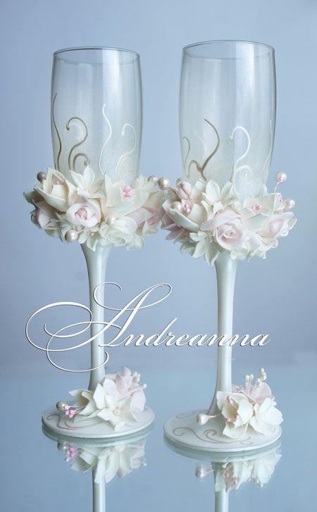 """Bruiloft glazen """"melkachtig roze freesia, roos en gardenia"""" in zuivel en parelwitte achtergrond, zijn de kosten UAH 800"""