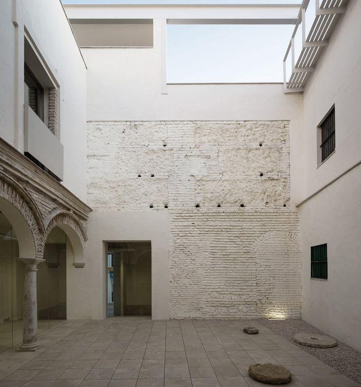 Rehabilitación Del Antiguo Colegio Ignacio Halcón García Tore