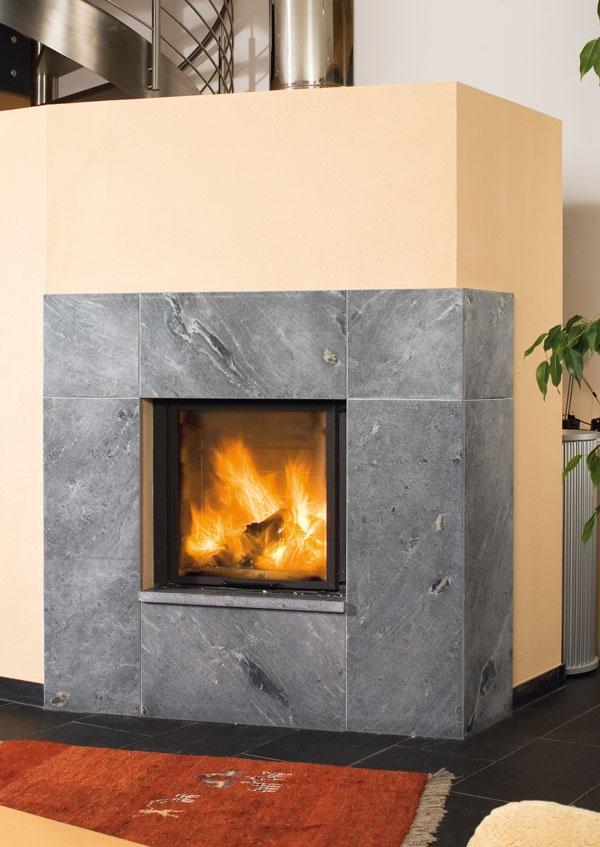 Jupiter House Foyer Hayes : Cheminée avec pierre ollaire stéatite tulikivi foyer