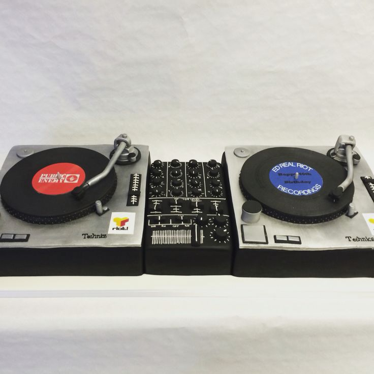 #DJ decks cake for all those music lovers! Let that DJ play my tune!! #BirthdayCakes