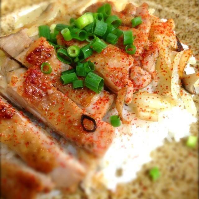 今日のお昼は大好きな鶏を使った丼!( •̀ .̫ •́ )✧ クセになる味付け「ペペロンぽん!」(≧з≦)鶏肉以外でもイケるし! 旨し!!(σ゚∀゚)σ - 123件のもぐもぐ - ペペロンぽんチキンライス by shinjiterao