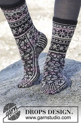 Ravelry: 165-43 Moonflower Socks pattern by DROPS design