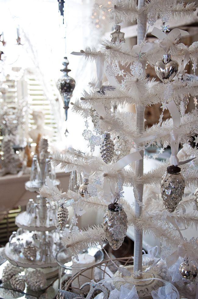 X-MAS; 10 x Witte Kerstbomen.