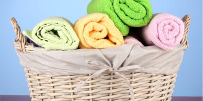 Elke dag in de wasmand is natuurlijk onzin (en belastend voor het milieu!) maar, hoe vaak moet je die handdoeken nou eigenlijk wassen?