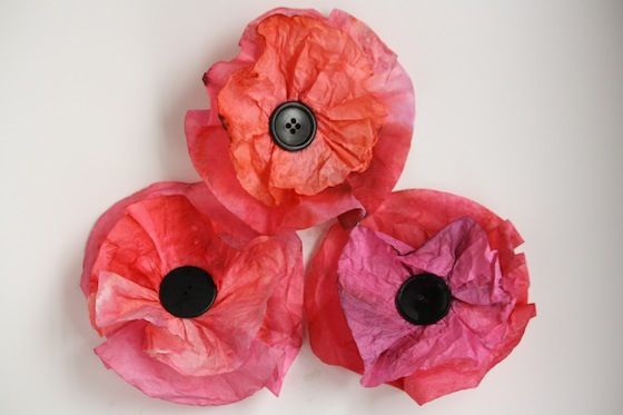Coffee filter poppies: an easy remembrance day craft for kids, and a lesson in water aborption and colour blending.