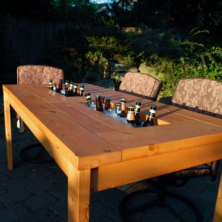 Step by step guide to make a patio table with built in beer / wine coolers. Choose when you want to use the coolers with lids to cover them.