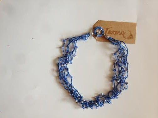 #Collana all' #uncinetto con perline sintetiche e cristalli