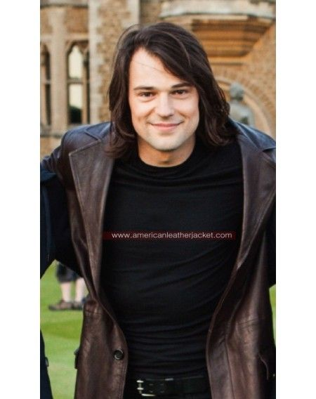 Dimitri, cracking a smile! Lol | Vampire Academy ... Danila Kozlovsky Vampire Academy