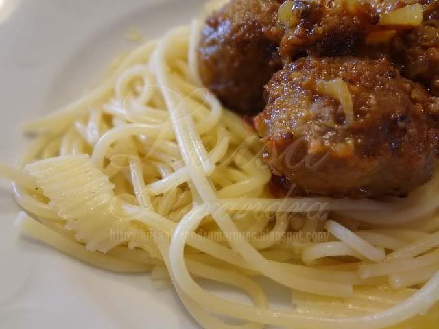 Luisa Alexandra: Almôndegas Fritas na Actifry com Esparguete e Queijo da Ilha em Lascas