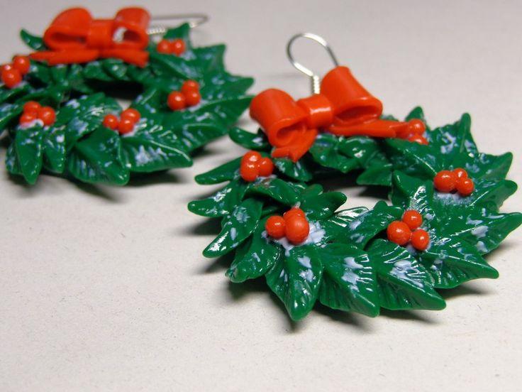 Мастер-класс: рождественские венки из полимерной глины, оформленные в серьги.   АнапаМама!!