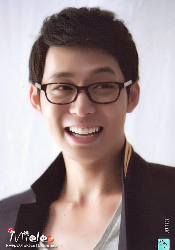 Yoochun has a nice smile. I'm jealous T__T    (sharingyoochun.net)