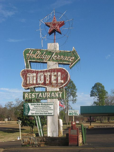 Holiday Terrace Motel by joseph a (flickr).