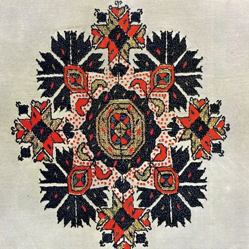 Love all the dots! Bulgarian embroidery
