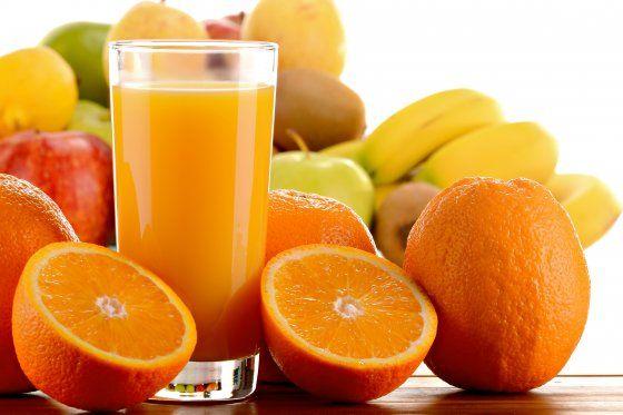 Arrivano i primi freddi, iniziamo bene la giornata con una spremuta d'arancia. Contiene molti minerali e numerose vitamine: A, B1, B2, e soprattutto C. E' antiossidante, rafforza il sistema immunitario e aiuta a prevenire raffreddori e malattie da raffreddamento. E poi è rossa e arancio, i nostri colori energetici preferiti!