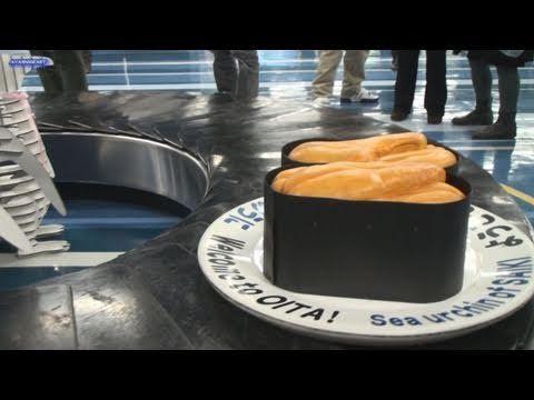 巨大な回転寿司 in 大分空港 BIG sushi-go-round in Ooita-airport 巨大回転寿司 - YouTube