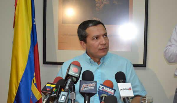 """William Ojeda, diputado a la Asamblea Nacional por el oficialismo, aseguró hoy que el diario ABC comete infamias y abusos en contra de Diosdado Cabello, al publicar """"noticias falsas"""" acerca de él, ..."""