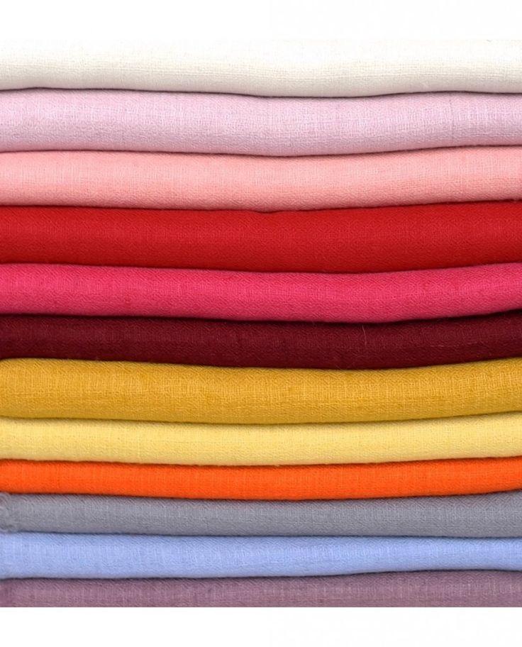 Découvrez le châle pashmina dans cette boutique de vente en ligne de châle du cachemire, les plus belles écharpes et étoles pashmina de luxe.