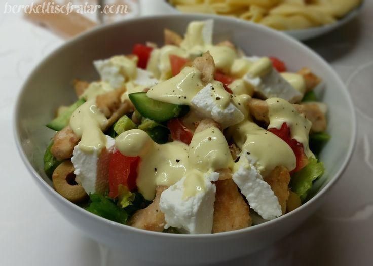 Soslu Tavuklu Salata bir öğünde tek başına karnınızı doyurabileceğiniz bir tarif. Soslu Tavuklu Salata lezzetli bir salata tarifi.