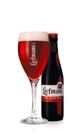Zwoele zomeravond met koud kriek bier; hot summer evening with cherry beer
