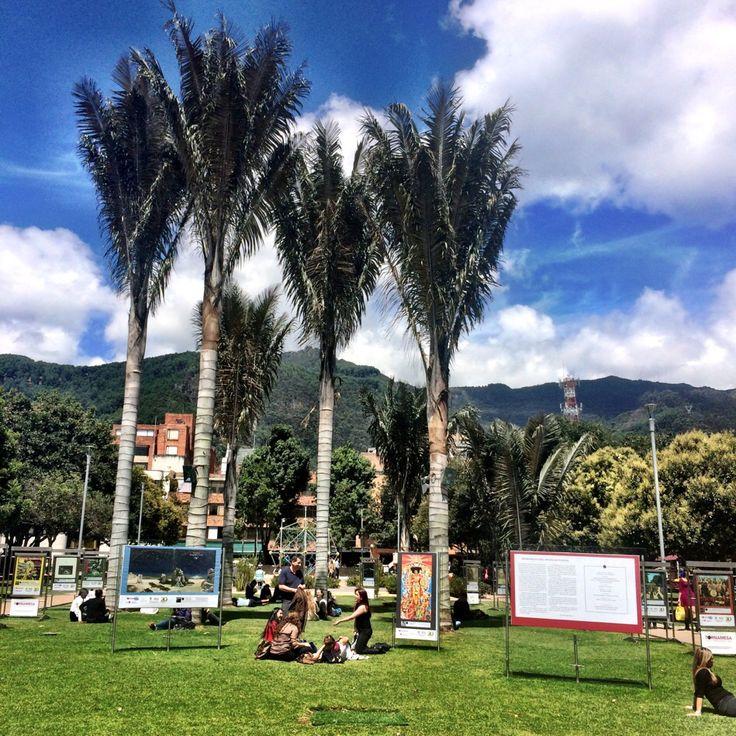 Estén pendientes! Durante las próximas #semanas les estaremos mostrando diferentes #parques de la #localidad de #Chapinero. ☀️ Hoy los saludamos desde el #Parquedela93 en el#barrio #Chico en #Bogota