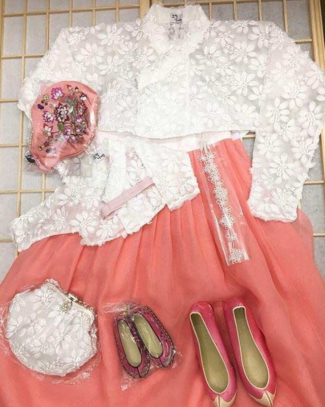 벚꽃엔딩저고리로 엄마와 딸의 커플한복이 완성 세상 가장 아름다운 돌잔치가 되기를 #모란나비 #모란나비한복 #한복 #hanbok #데일리한복…
