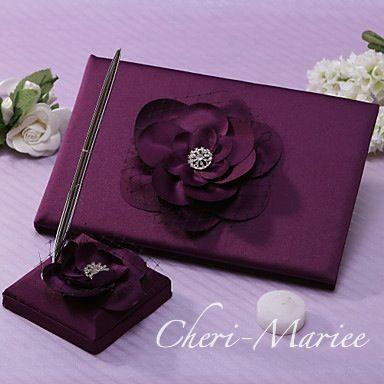 お花がついたシックなパープルカラーのゲストブックとペンのセット