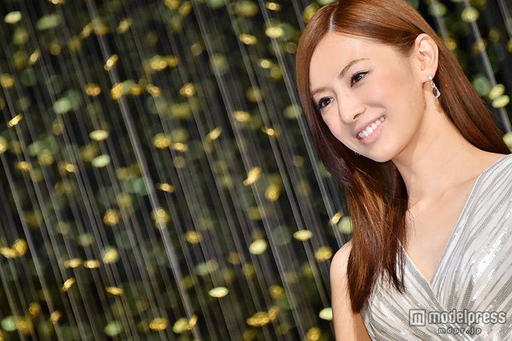 (画像11/18) 北川景子、タイトなミニドレスで魅了 幻想的な空間に「息をのんでしまいました」