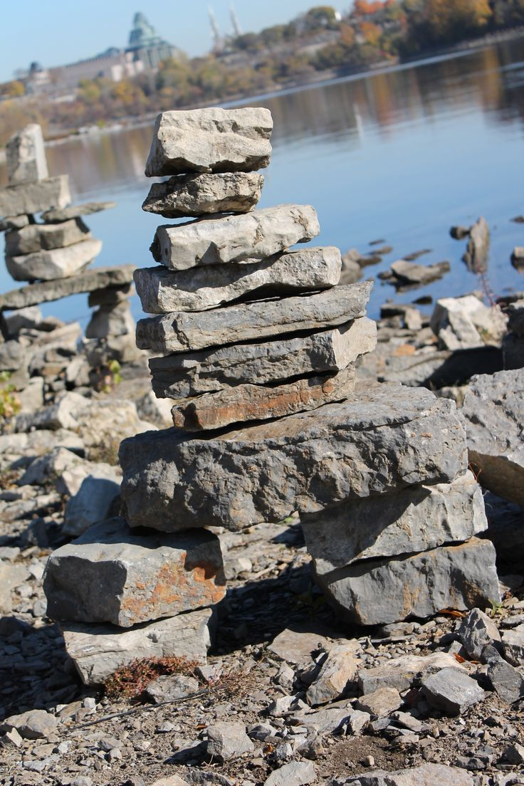 Inuksuk (Steinmensch, gebaut von Inuits)
