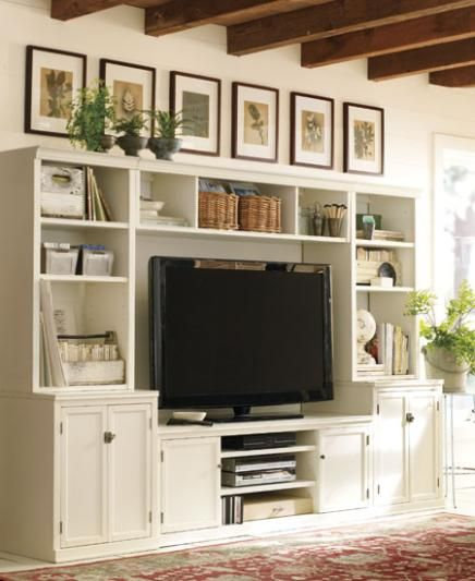 very similar to my desk/hutch at home...I love the line of pictures above...may have to give this a try.