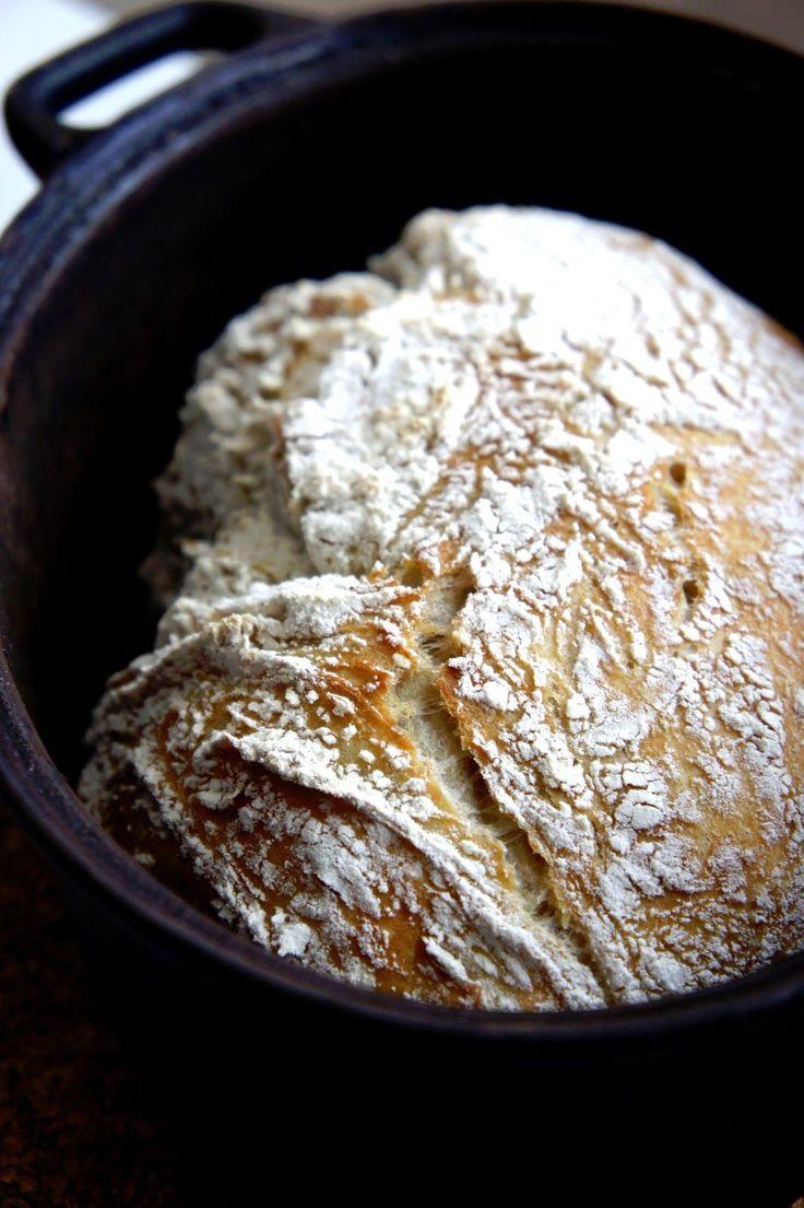 Underbara hembakta bröd!   Jag snubblade över det här recept en kväll förra veckan när jag surfade runt på webbendedikeradatt hitta ett n...