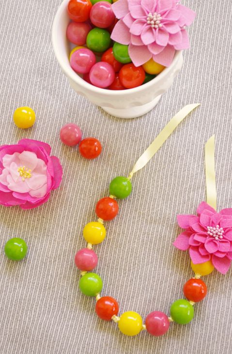 Make edible party favor necklaces MrsPollyRogers.com