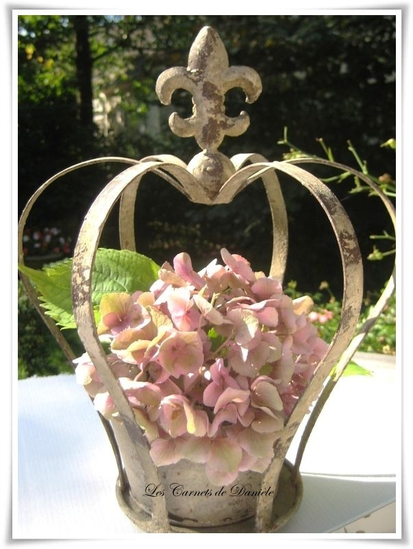 Crown and Fleur di lis....  Couronne hortensia,,,,,ROYAL   DECO   HYDRANGEA **+