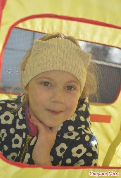 Недавно вязала повязку для замечательной девочки - http://www.stranamam.ru/ - и дочка тоже захотела себе повязку, только кошечку. На этот раз записала и сфотографировала процесс вязания.