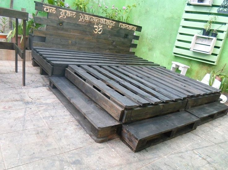 1000 ideas about pallet bed frames on pinterest bed. Black Bedroom Furniture Sets. Home Design Ideas