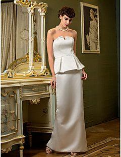スレンダーライン ウェディングドレス アイボリー サテン ストラップレス フロア 丈