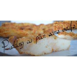Faire chauffer le lait et le sucre vanillé (a la casserole ou au micro onde pendant 2min) Découper environ 100g de pain et le mettre en entier dans votre moule Arroser le pain du lait chaud et attendre l'absorption du lait.  Le pain s'émiette facilement a la fourchette une fois qu'il a absorbé le lait (s'il reste des morceaux encore un peu dur, vous pouvez ajouter un peu de lait chaud) Enfourner 40min a 220°C. Il est cuit quand il a une jolie couleur dorée Une fois cuit, attendre que ca…