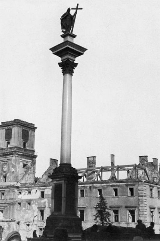 Kolumna Zygmunta 3 Wazy Warsaw 1944