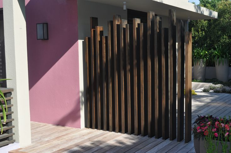 Modern timber screen fences walls and screens for Wooden garden screen designs