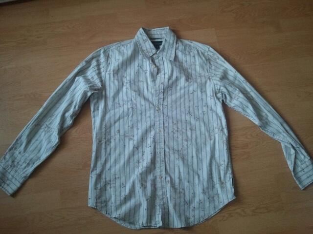 Medium Size Dress Shirt: €7  Check out more items here: https://plus.google.com/u/1/photos/104408653874247915621/albums/5879355824981074273    Email:  futuristfarms@gmail.com