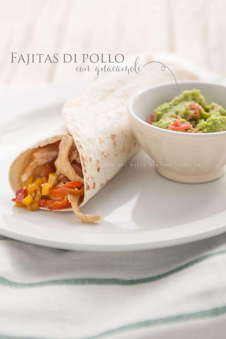 come preparare le fajitas di pollo con guacamole, un piatto messicano gustoso e sfiziosissimo accopmpagnato da una gustosa salsa all'avocado.
