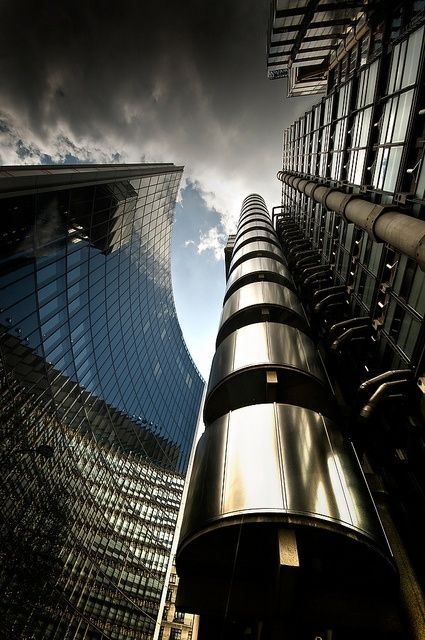 Lloyds building in London. Our London articles: http://www.europealacarte.co.uk/blog/tag/what-to-do-london/