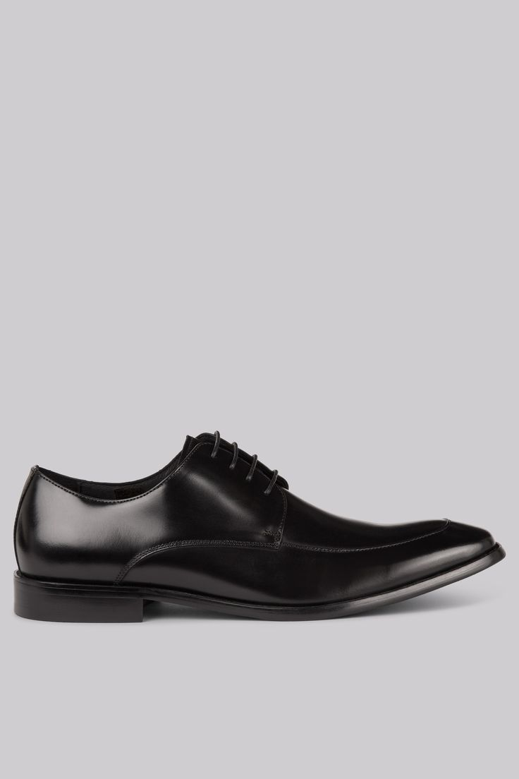 John White Hayden Apron Front Black Shoes These John White Hayden shoes in black are made from 100% calf leather. They feature a full leather lining, padded leather sock, an apron front lace up fastening and a hardwearing genuine rubber sole. http://www.MightGet.com/january-2017-12/john-white-hayden-apron-front-black-shoes.asp