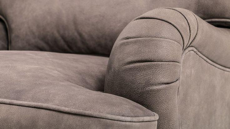 Brun Lejonet howardfåtölj i skinn. Anilinskinn, möbler, howard, fåtölj, sovrum, vardagsrum, brunt, inredning. http://sweef.se/sweef-lyx/142-lejonet-howardsoffa-3-sits-skinn.html