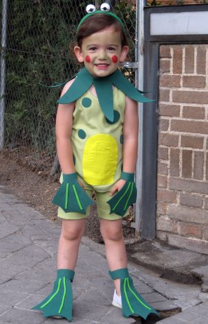 If you love frogs, get creative and create a slimey frog costume!   ...........click here to find out more     http://googydog.com